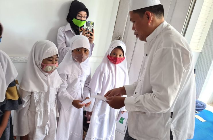 Indah/NU Care-lazisnu Jember : Pemberian Santunan anak yatim oleh NU Care Lazisnu bersama MWCNU Arjasa, Sabtu (24/10/2020) di Kantor MWCNU Arjasa.