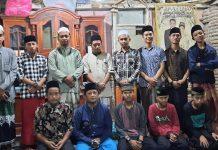 Kegiatan Dakwah on The Spot yang digelar MWC NU Sukowono bersama IKSASS dan Komunitas Pemuda Bengket Ateh bagi mereka yang ingin bertobat. (Wildan Miftahussurur /MWC NU Sukowono)