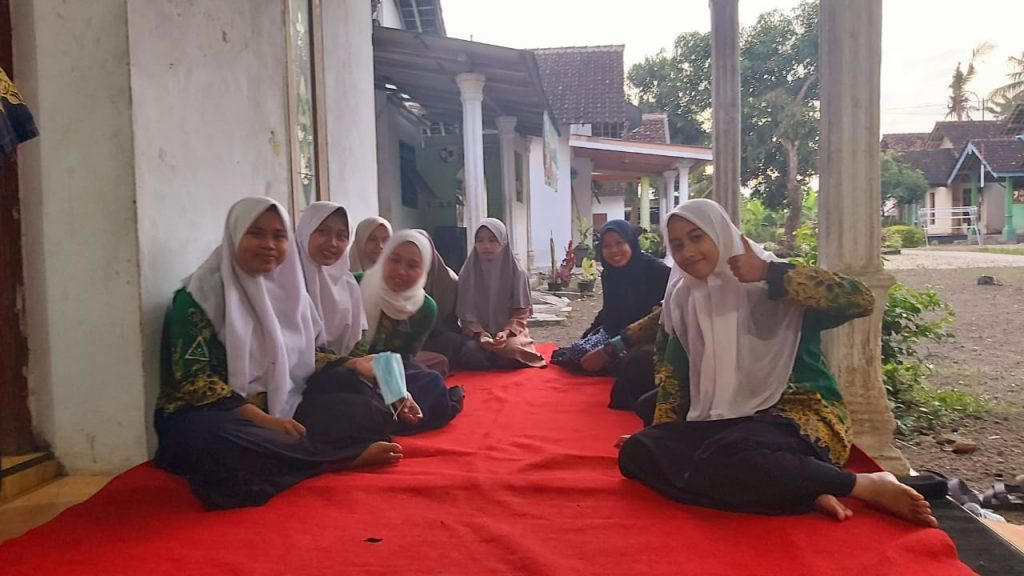 Silaturahim dan khotmil Qur'an menjadi tradisi baik yang terus berupaya dilestarikan di IPNU-IPPNU. (Nurul Hidayah/ MWC NU Semboro)