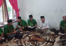 Kader IPNU-IPPNU Kecamatan Semboro mengisi safari ramadhan dengan khotmil qur'an di rumah salah satu kadernya. (Nurul Hidayah/ MWC NU Semboro)